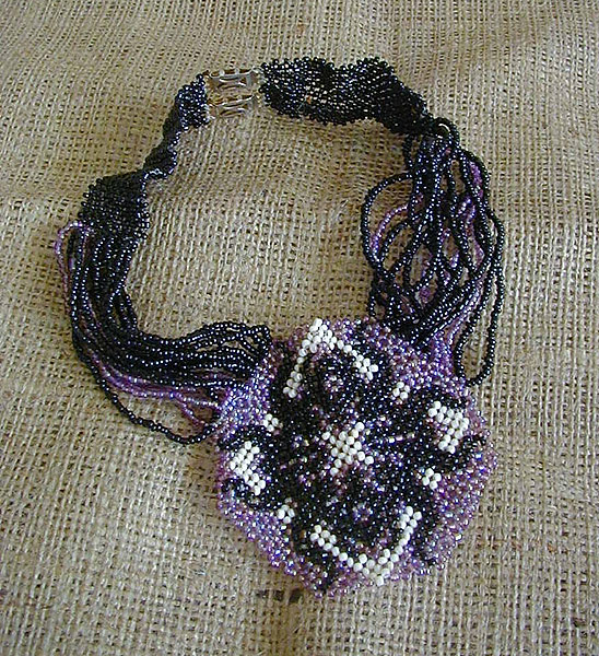necklace. beads's netting