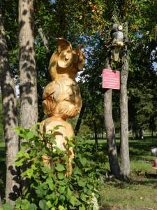 Совы на территории детской площадки на территории  РНЦ ВТО им. академика Г.А. Илизарова