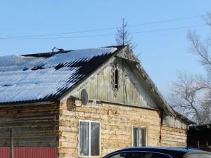 При чем старая крыша поставлена на новый сруб